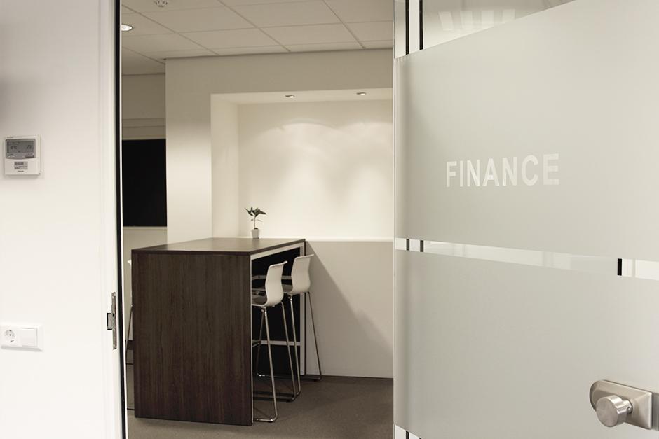 Verbouwing kantoor asrock europe lijnn - Kantoor met geintegreerde opslagruimte ...